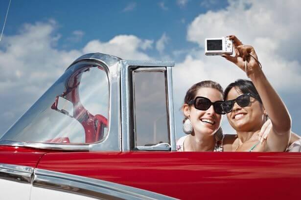 Yabancılarla selfie çekilmek